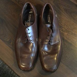 Men's brown leather dress shoes